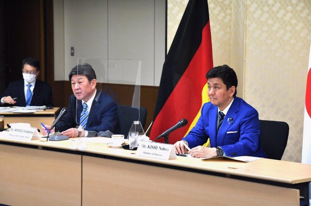 日本の防衛 4月13日、日独外務・防衛閣僚会合「2+2」岸防衛大臣、茂木外務大臣とドイツのランプ=カレンバウアー独国防大臣、マース独外務大臣がビデオ会議で開催。
